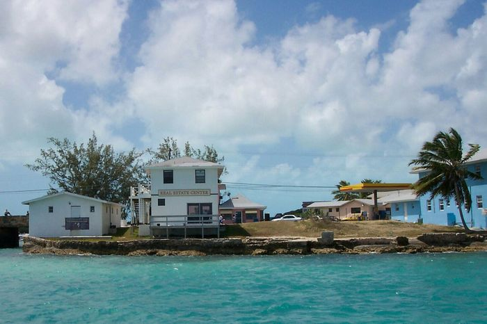 Real Estate Center StanielCay Exuma Bahamas Tropical Island Built Structure Architecture Building Exterior No People Outdoors Water Cloud - Sky Sky