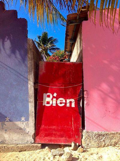 Door Red Tipography Sea_collection Seaside Summertime Summer Summer ☀ Sunny Sunny Day Bien = Fine. Location: Los Roques, Venezuela