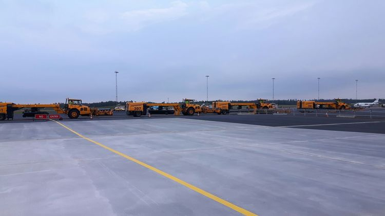 Winter prep. Working Airport Photography Check This Out Sweden Taking Photos Showcase September Airportphotography Airport Gothenburg Day Hobbyphotography Aircraft Equipment Heavy Machinery Snowplow Volvotrucks