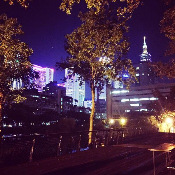 Night Light Cityneversleeps Relaxing Breeze TheNightIsYoung Enjoying Life