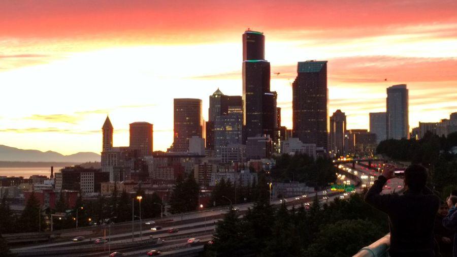 Takng Photo Seattle Sun Set