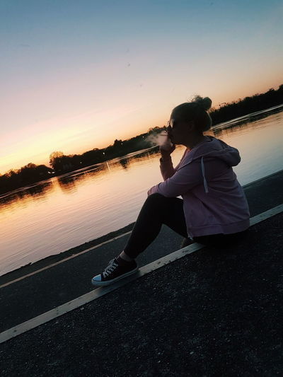 🌅💗😊 ThatsMe Sonnenuntergang Rhein Rheinmünster Greffern Fähre Russiangirl Smoke Cigarette  Blabla Water Sunset Sitting Women Lake Dusk Relaxation Sky Horizon Over Water Silhouette Sun Shining