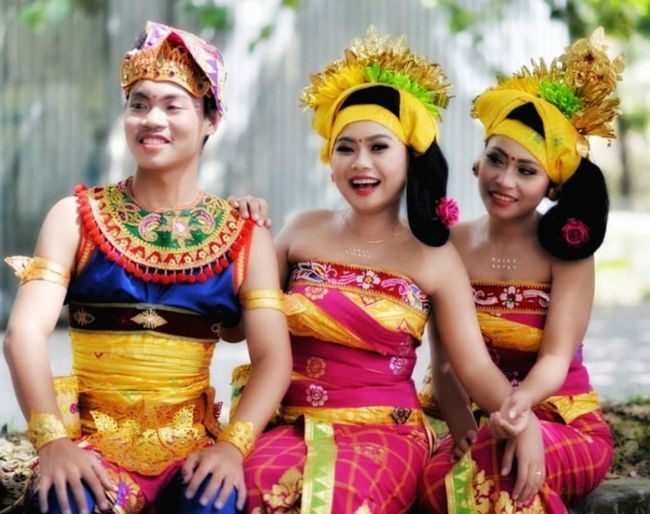 Balinese Traditional Clothes Young Women Portrait Beautiful Woman Beauty Beautiful People Multi Colored Smiling Dancer Looking At Camera Dancing Traditional Dancing Ceremonial Make-up