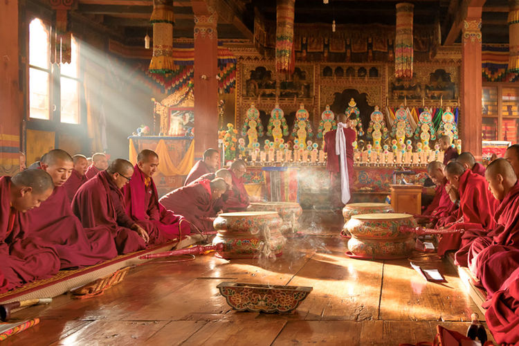 Colourful Monastery Singing Smoke Bhutan Drumstick Light And Shadow Men Monks Monks In Temple Praying