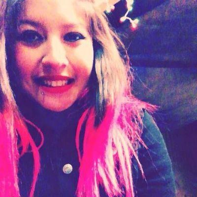day sixteen: something pink / mi pelo :( Decemberchallenge Daysixteen Imissit Pinkhair lastyear wow