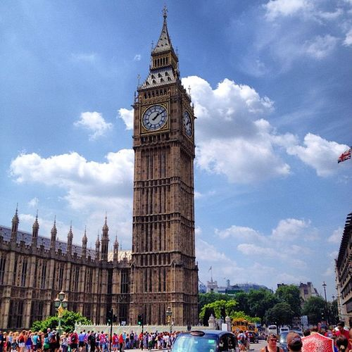 London Bigben Theclock Bestcity thamespeoplecrowdhouseofparliamentskycloudssunurbanbuildingarchitectureoldbeautifullovesummer13