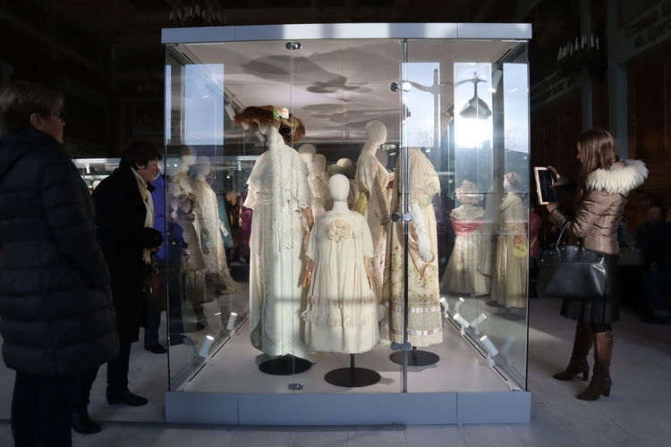 Retail  Group Of People Store Real People Shopping Women Retail Display Transparent Clothing Mannequin Full Length Human Representation People Glass - Material Fashion Indoors  Adult Representation Consumerism Reflection Boutique Sale Fashion Moda Modern