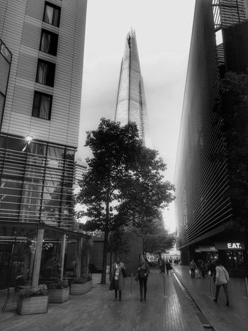 London Lifestyle London Built Structure City Architecture Real People Walking City Life London Life