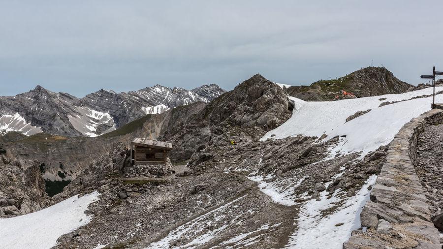 Alpine Gebirge Gipfel Hafelekar Hütte Innsbruck Karwendel Nordkette Schnee Sommer Weite Österreich