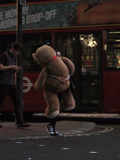 Bear hug, London, 29/09/2018 Bear OM-D Olympus Steve Merrick Bear Hug City Full Length Incidental People Lifestyles Mzuiko Omd People Real People Stevesevilempire Street Streetphotography Teddy Bear Transportation