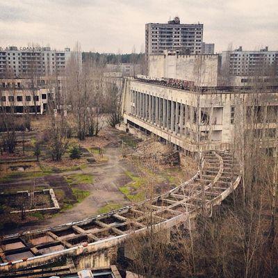 """Классический вид на ДК """"Энергетик"""" с крыши отеля """"Полесье"""" припять дк_энергетик Pripyat Dk_energetic dead_city abandoned_city мертвый_город"""