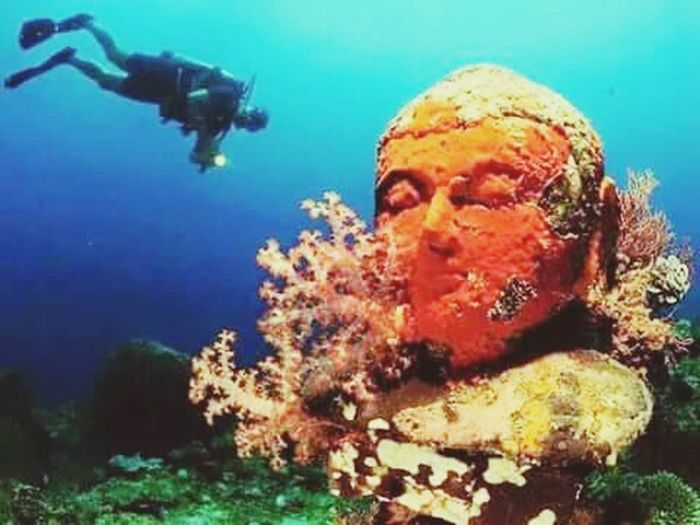 Underwater Lord Buddha Squbadiving