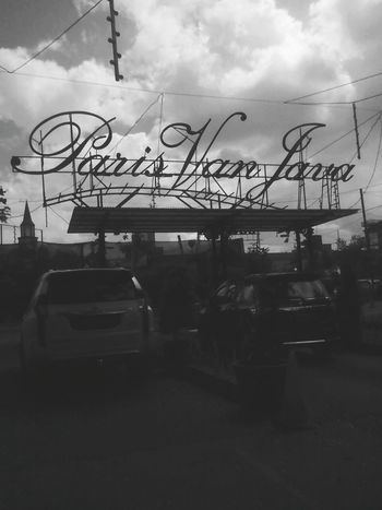Bandung as Paris Van Java... Silhouette Cloud - Sky Transportation No People Sky Day Outdoors Portrait Business Finance And Industry Front View Bandung, West Java EyeEm Selects Lifestyles Paris Van Java (pvj) Bandung Trip Bandungexplore Indonesian Street (Mobile) Photographie
