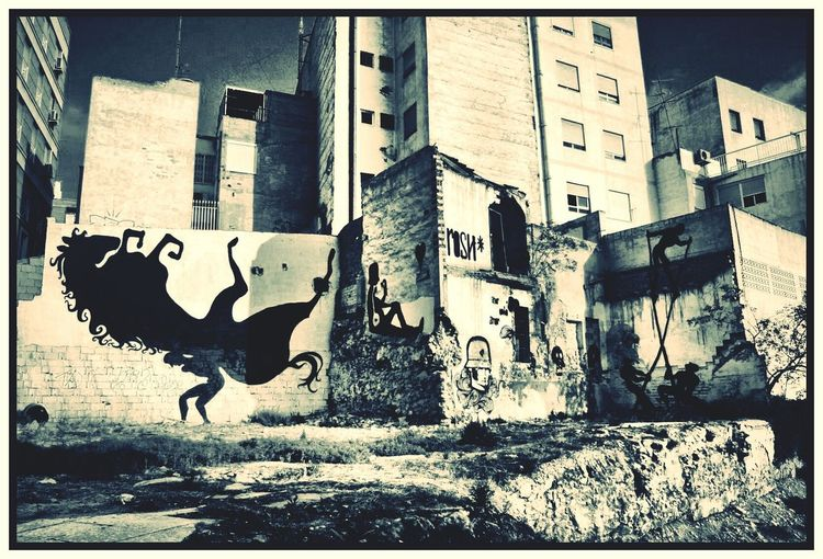 Graffiti Urban Graffiti Urban Landscape Derelict Building Derelictplaces Dereliction Cityscapes City View  Cityworldwide Urban Art Urban Decay Urban Photography Spanish Graffiti Art Is Everywhere