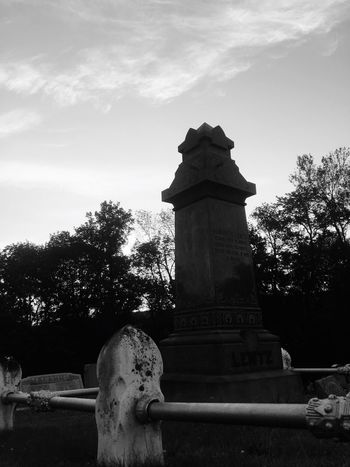 Cemetery Cloud - Sky Black And White Memorial Haunted Tombstone