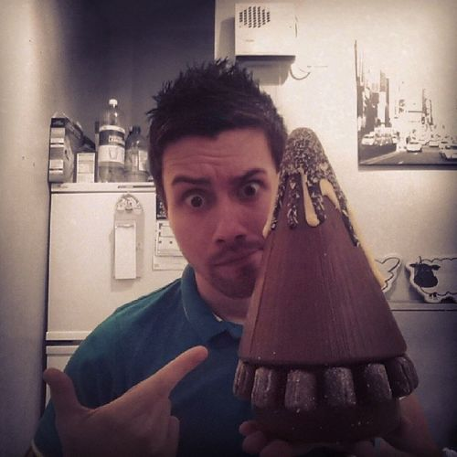 Check the size of that thing! No way can I fit it all in my mouth :O Thatswhatshesaid Thorntons Chocolate Selfie FlatLife Nomnomnom Scottish ScottishGuy Gamer Geek