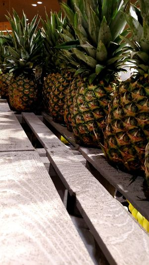 Pineapple Fruit Wood Grocery Shopping Relaxing Hawiian Yummy Fruit Picture Yellow Green Spiky Juicy