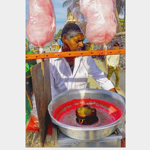 This is how Mumbai survives ...they r called strugglers ..the really strugglers ! 😕😕😢😢😢😘😘😘😘😘😘😘😘 Photooftheday Picoftheday Photographysouls Photoshoot Softcandy Struggler Fullframe Beach Dadar Bandraworlisealink India Mumbai MumbaiDiaries Maharashtra Follow4follow Like4like Likes4likes Toptags Canon @india.clicks _soimumbai