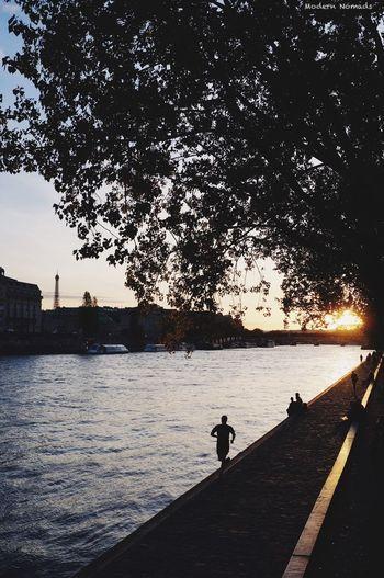 Sunset à Paris . Modern Nomads Travel Destinations VSCO Visit France Paris Je T Aime Sunset_collection Sky And City Tour Eiffel Eiffel Tower