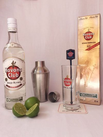 Ron Havana Club, líder de la coctelería cubana Bottle Cocktail Day Glass Indoors  Lemon No People Old-fashioned Rum