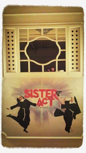 Sister act, sales de muy buen rollo.