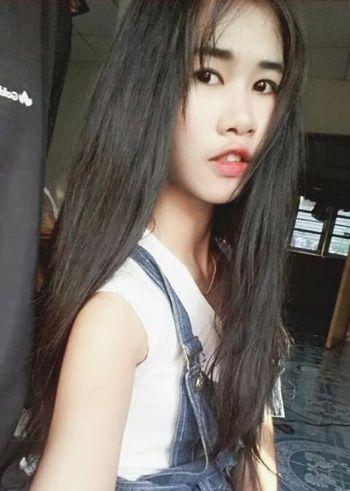 That's Me Self Portrait Hello World Asian Girl Girl Lips Hairstyle Selfie✌ Fasion Hair Faces Of EyeEm Black Hair Thai Girls Relaxing Long Hair Enjoying Life Sexylips