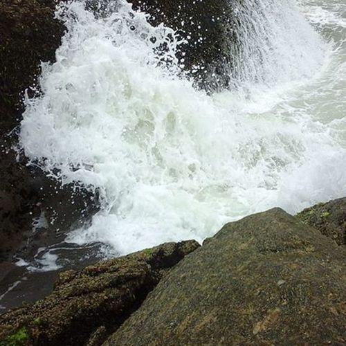 Devemos ser q nem uma rocha q pode vim as ondas do mas ela ñ c abala!!