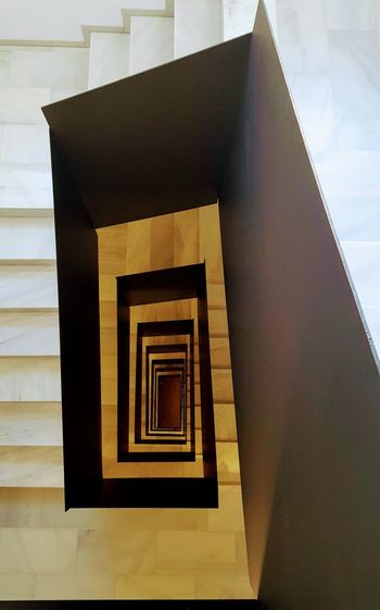 Tengo una duda. La bajo? Architecture Built Structure Window Building Exterior House No People Day Outdoors Stairs_collection Stairs And Steps Stairs_up The Week Of Eyeem Sombras Y Luces... Cities_collection