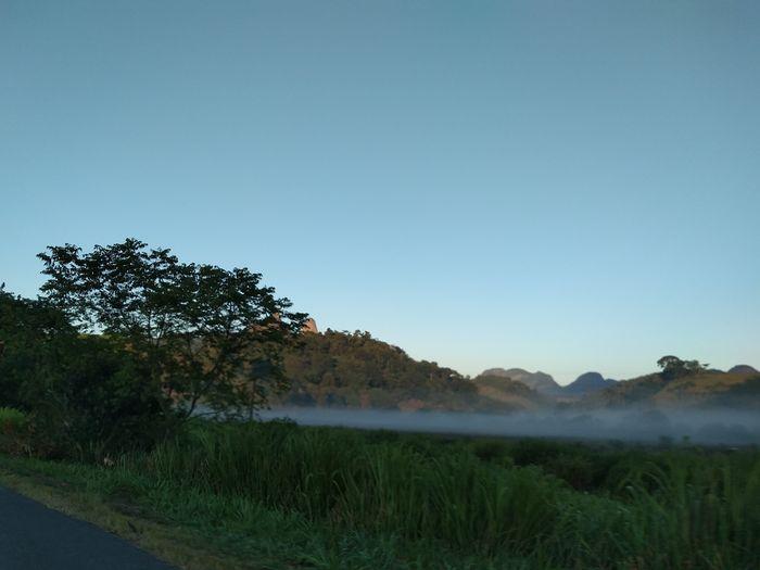 Como o amanhecer pode ser muito calmo em certos lugares deste mundo. Photo Photography Fotografar Fotografia Amofotografar Brasil Brazil Photooftheday Photographer Photoart Photograph ILovePhoto Fotolinda Foto Amofoto Natureza Summer Nature Tree Mountain Water Sky Landscape