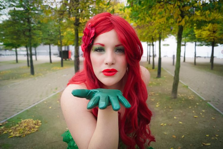 DC Comics Batman Poison Ivy Villain Mcm Expo Cosplay Cosplay Shoot Portrait Kiss Sexygirl