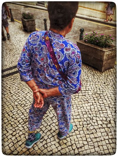 中国 Street Photography Grandma Elderly Lady Pavement Tiles Colorful Clothing Pajamas