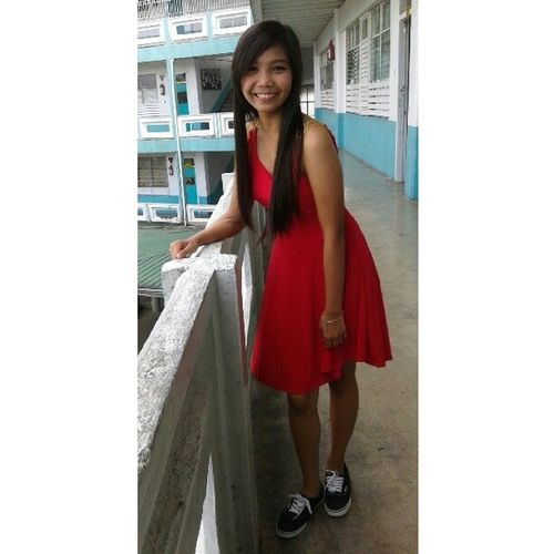 """who said i can't wear my converse with my dress? well, baby, that's just me"" *jk vans po haha // la la land"