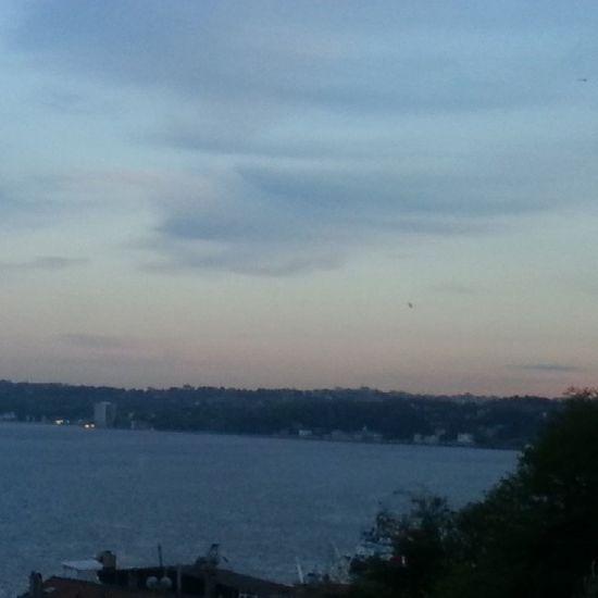 Bugun Gokyuzu Yagliboya Tablo gibiydi...Hatta yukarıda fırca darbeleri kalmıs☺😉😜🎨 Editsiz Istanbul Istanbuldayasam Picture_to_keep Phototerminal Photogram_tr Anıyakala Instalike Instaturk Turkinstagram Sky Sea Landscape