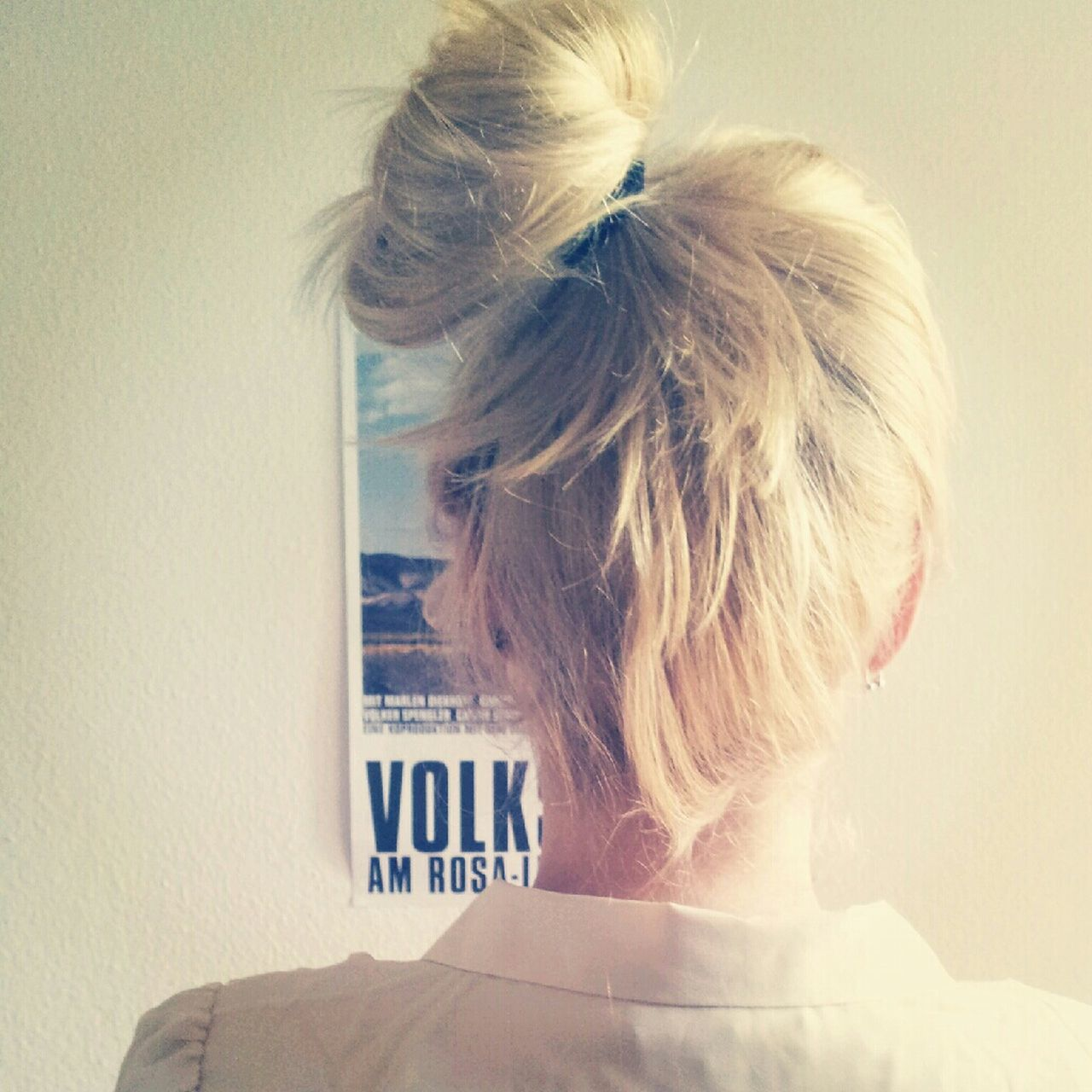 blond hair, one person, rear view, real people, indoors, young adult, women, headshot, lifestyles, young women, close-up, day, adult, people