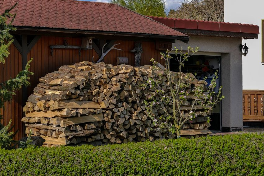Brennholz Stapel Feuerholz Hütte Kaminholz🍀 Winterholz Architecture Building Exterior Built Structure Day Deforestation Energie Forestry Industry Garage Log Lumber Industry No People Outdoors Stack Timber Verbrennung Wood - Material Woodpile