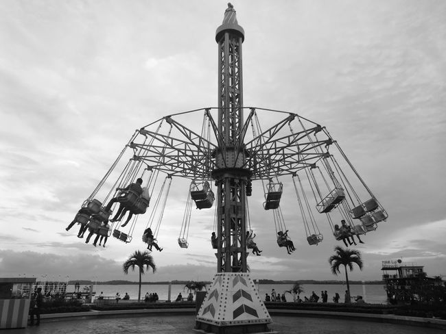 Huaweishot Amusement Park Amusement Park Ride Ferris Wheel Merry-go-round Huawei Leica Huaweiphotography Huaweimate9 Huawei Photography Huawei Mate 9 Black And White Friday