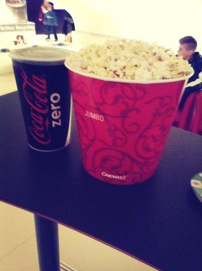 2 liter coke und 5 liter popcorn *-* Cinema Popcorn Just Chillin' Taking Photos