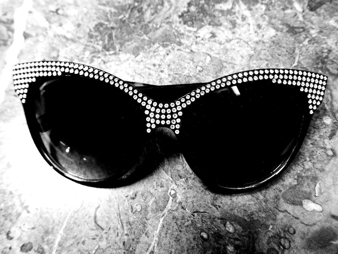sunglasses, eyewear, fashion, cool, reflection, eye mask, protection, eyeglasses, eyesight, vision, no people, modern, close-up, outdoors, day