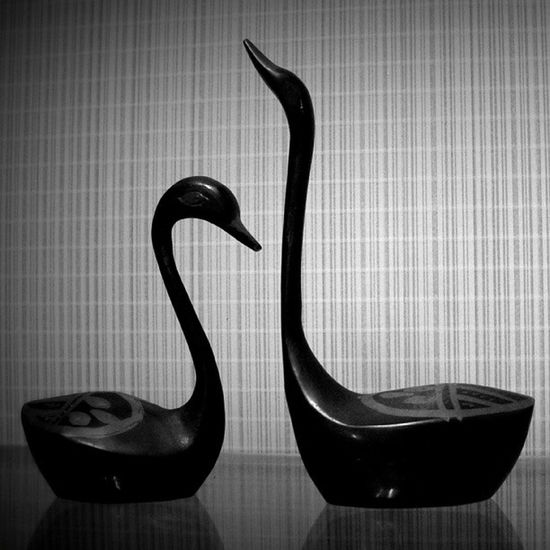 ***___*** Article Swan Inkwell