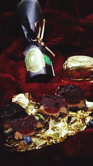 El momento perfecto es algo simple y expontaneo. Tú pedea hacer tu momento de oro§ ¡Hazlo!Perfect MomentChocolate♡ Golden Moment Chocolate Helena Cherry Chocoteja