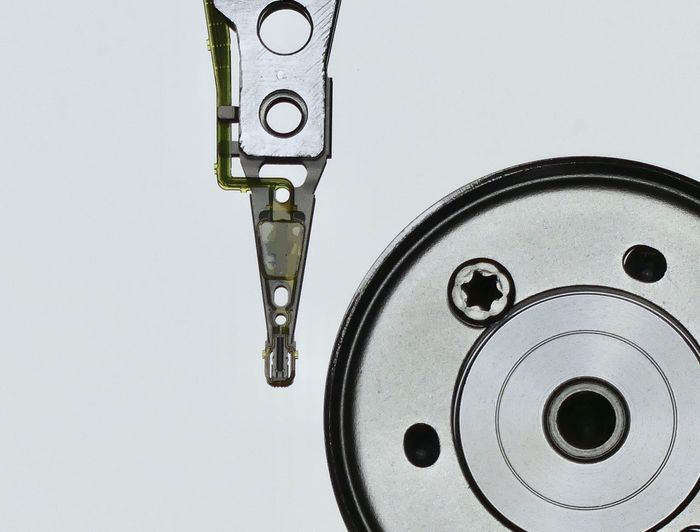 Schreib- Lesekopf Festplatte Technology Art Computer Parts Computer Hdd Metal Close-up White Background No People Studio Shot Indoors  Day 10 The Creative - 2018 EyeEm Awards