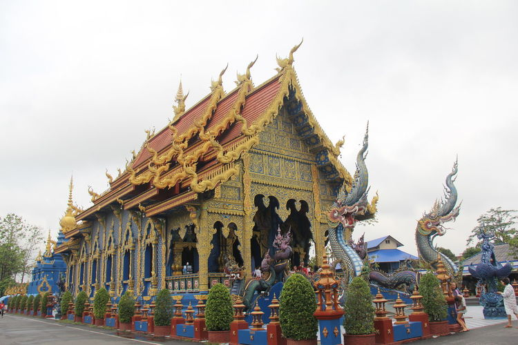 Thailand Thailand_allshots Thailandtravel Thailand Photos Thailand🇹🇭 Temple - Building Templephotography Buddhism Buddhist Temple BUDDHISM IS LOVE Chiang Mai | Thailand Chiangmai Chiang Mai Thailand Religion Belief Art And Craft Spirituality Built Structure Architecture Statue Representation Sculpture Place Of Worship Building Building Exterior Human Representation Sky Male Likeness Creativity Nature Day No People Outdoors Ornate