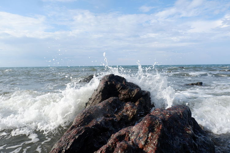 Sea waves splashing against rocks