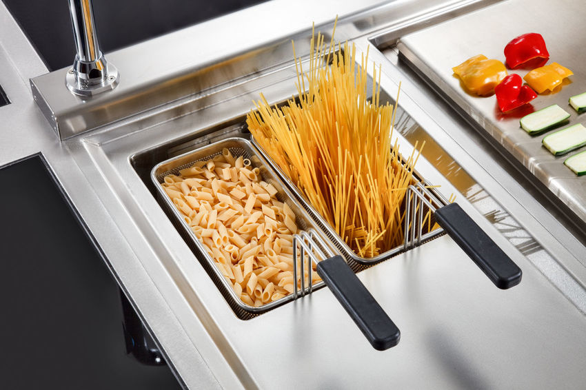 Baskets Industry Resistance  Spaghetti Zucchini Food Food And Drink Grill Grilled Cooking Hardness Indoors  Italian Food Kitchen No People Pasta Peppers Professional Restaurant Satin Slices Stainless Steel  Vegetables