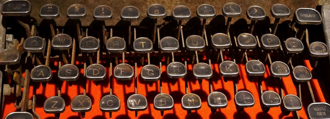Orange Text Write Abundance Backgrounds Close-up Day Full Frame In A Row Indoors  Large Group Of Objects No People Old Repetition Tastatur Vintage