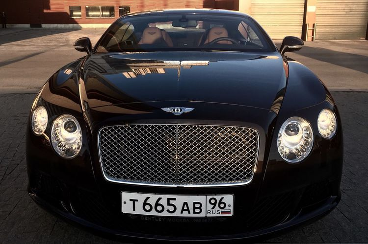 EyeEm Selects Car Headlight Front View Transportation Mode Of Transport Retro Styled Old-fashioned Luxury No People Close-up Day Outdoors Bentley