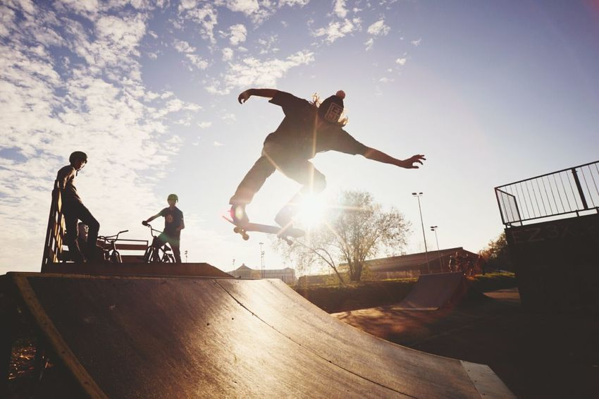 Celebrate Your Ride Skate Skateboarding Skatepark Dramatic Ollie Skater Skate Or Die Sunset Summer California Jump Showcase March EyeEm Bestseller Popular Our Best Pics Freedom The Photojournalist - 2016 EyeEm Awards The Street Photographer - 2016 EyeEm Awards Adventure Club Photography In Motion Tealc waiting game CyclingUnites London Lifestyle Flying High Neighborhood Map Mix Yourself A Good Time
