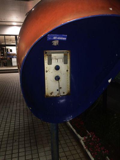 パレット久茂地前の公衆電話ブース。昔の未来的なデザインでいいと思うけれど中に電話はもう無い。 Okinawa Naha Removed Phone 公衆電話跡地 Street Photography Empty Phone Booth