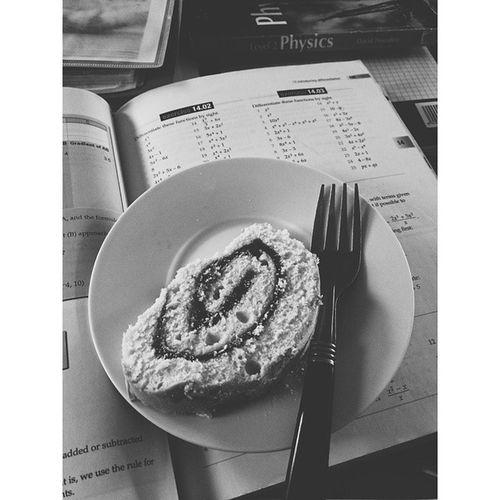 Doing calculus and eating raspberry sponge.. Yummm! ? ?? Sponge Cake Raspberry Calculus fork xperia foodporn yum eat study maths jam plate vsco cam