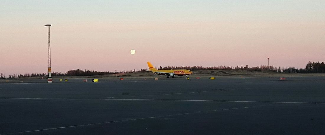 Airport Taking Photos Showcase March Samsungphotography Spring 2016 Full Moon Aircraft Runway Comercial Airline Sky And Clouds Godmorning